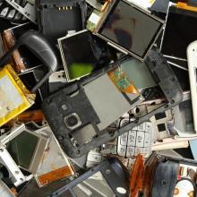 Les déchets électroniques doivent être déposés en décheterie.